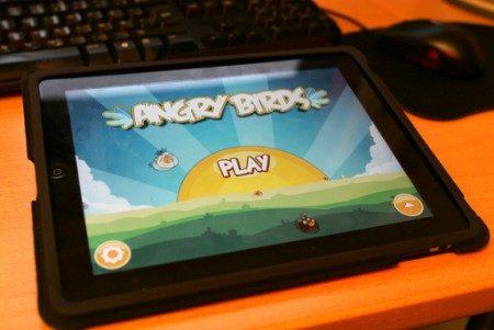 tablet com jogo Angry Birds