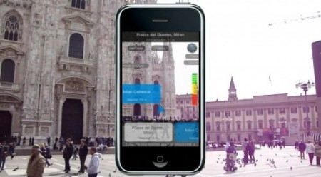 smartphone e cidade ao redor